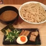 春樹 - 超濃厚魚介とんこつ つけ麺 780円 山盛(900g)