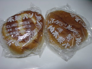 柏木製パン所 - 左クリームパン、右アンパン