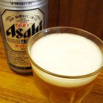 三四郎 - ビールは、Asahi缶。
