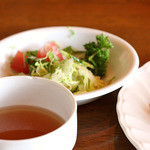 キッチンターブル - サラダとスープ