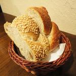 トラットリア・イル・フラゴリーノ - 土日・祝日限定ランチセット(1280円)2種のパン