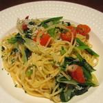 ハタケ青山 - シラスとネギのオイルベースのスパゲティ