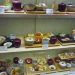 日本料理 喜水亭 - 店頭のショーケースの中に飾ってあるお昼のメニューの中から「喜水御膳」を選んで注文してみました。