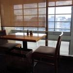 日本料理 喜水亭 - 私の座った窓際の席からは大きな窓越しに西鉄電車や天神の街並みが一望出来ましたよ。