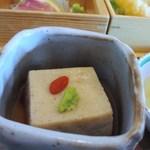 日本料理 喜水亭 - 小鉢は焙煎ごま豆腐、とっても美味しい出汁と一緒に先ずはこれからペロリです