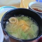 日本料理 喜水亭 - お味噌汁は合わせ味噌の美味しいお味噌汁。