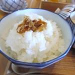 日本料理 喜水亭 - 御飯は大分産のひとめぼれを使った御飯の上にジャコがアクセントにのってます。