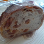 DEKO - 杏の天然酵母パン1カット