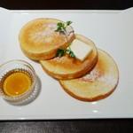 16511976 - ホームメイドパンケーキ・プレーン<バター&メープル>(\650、2012年12月)