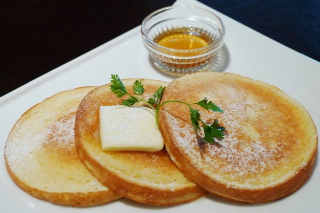 fine diner & salon bar 7-NANA- - ホームメイドパンケーキ・プレーン<バター&メープル>(アップ、2012年12月)
