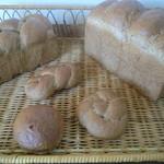 銀亭 - 玄米のパンです。焙煎した玄米の香りが堪りません。