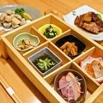 おいしゅうございます 北海道 - 四季折々の道産・沖縄食材を活かした料理。6点盛りの前菜よりコースが始まります!