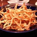 16515969 - ごぼうのカリカリサラダ。この下にグリーンサラダが。とってもおいしいです!