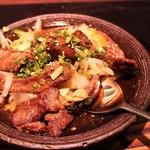 16515972 - ビーフとニンニク野菜炒め。これもアテにとても美味でした。