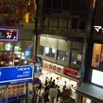 シロヤベーカリー - 小倉駅前商店街のアーケードの入口にお店はある