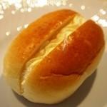シロヤベーカリー - バターパン