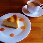 Cafe Palmyra - NYチーズケーキとマサラチャイ
