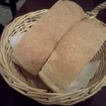チェントアンニ - 何かハーブのはいったパン