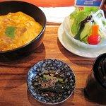 比内やサスケ - 地鶏親子丼+サラダのセット