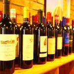 マンマミーア - お料理に合うワインも種類豊富にご用意しております。