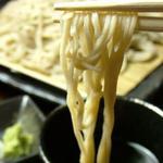 凪 - 【手打ちそば】つゆ、鰹とみりんと醤油がまさに三位一体となり、蕎麦の風味を引き立てます。《クーポン特典》〆の手打そばが1枚サービス♪