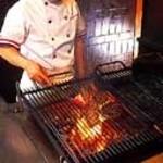 ビッグ・ジョー - ハンバーグのお肉は、粗目に刻んだ国産牛肉を100%使用しております。