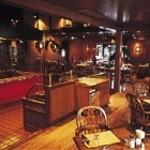 ビッグ・ジョー - 店内インテリアは、重厚で温かみのある、アーリーアメリカンに統一されています。