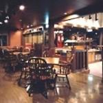 ビッグジョー - 店内インテリアは、重厚で温かみのある、アーリーアメリカンに統一されています。