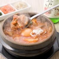 東京純豆腐 - ぐつぐつと煮えた鍋の中にはコラーゲンたっぷりの旨辛スープとヘルシーな具材が。