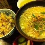 Inakasobamiyuki - かやく定食 700円