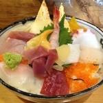 寿司処 雅 - 海鮮丼 780円/昼