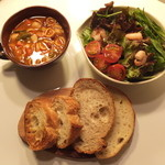 シーシャカフェ カンノーク - ミネストローネ、クラムチャウダー、オニオングラタンスープなど、軽食あり