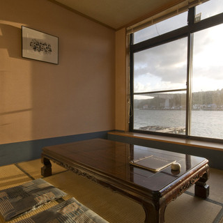 呼子湾が眺められる個室もあります