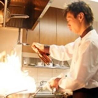フルオープンのキッチンで繰り広げられる、ライヴ感のあるダイナミックな調理場をお楽しみください!!
