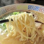 未羅来留亭 - あっさりした豚骨スープです。イマドキのウマウマ濃厚豚骨ではありません。