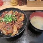 白樺 - ・「豚バラ丼小 肉130g ご飯小250g(\680)」