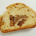 蔵 - 自家製酵母の和栗とナッツのシュトーレン<スライス>(\100、2012年12月)