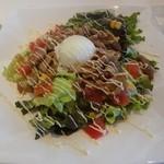 チーズ de トマト - チキンの彩り野菜のヘルシーサラダご飯