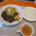 チリチリ - カットステーキ定食@950円。ソースが絶品です♪コンソメスープもなかなかこの味のものは食べれないかと。