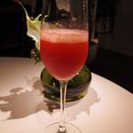 レストラン ひらまつ - いちごベースのミックスベリーの食前酒