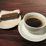 リュモンコーヒースタンド - アメリカーノとブラウニー