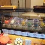 八幡屋礒五郎 - 七味マカロンは冷蔵保存されています
