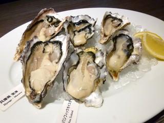 gigas Oyster Spot Bar 高田馬場店 - オイスタープラッター(2,100円+税)