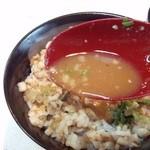 麺屋 夢人 - チャーシュー丼につけ麺のダシ汁をかけて食べると旨~い♪(^o^)丿