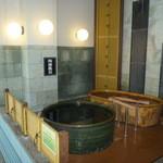 ホテル飛鳥 - 陶器風呂