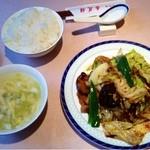 杏花楼 - ランチメニューの回鍋肉(880円、水餃子と杏仁豆腐付き)