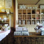 茶ろん もも - 茶器等の雑貨、茶葉等が販売されています。