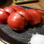 炭火串焼専門店 鶏天 - ☆フルーツトマトは…塩でパクリ(^u^)☆