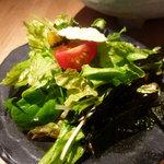 炭火串焼専門店 鶏天 - ☆サラダのドレッシングがさっぱり系で好みでしたぁ◎☆