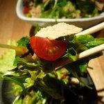 炭火串焼専門店 鶏天 - ☆サラダが冷んやりでイイ感じですよ♪☆